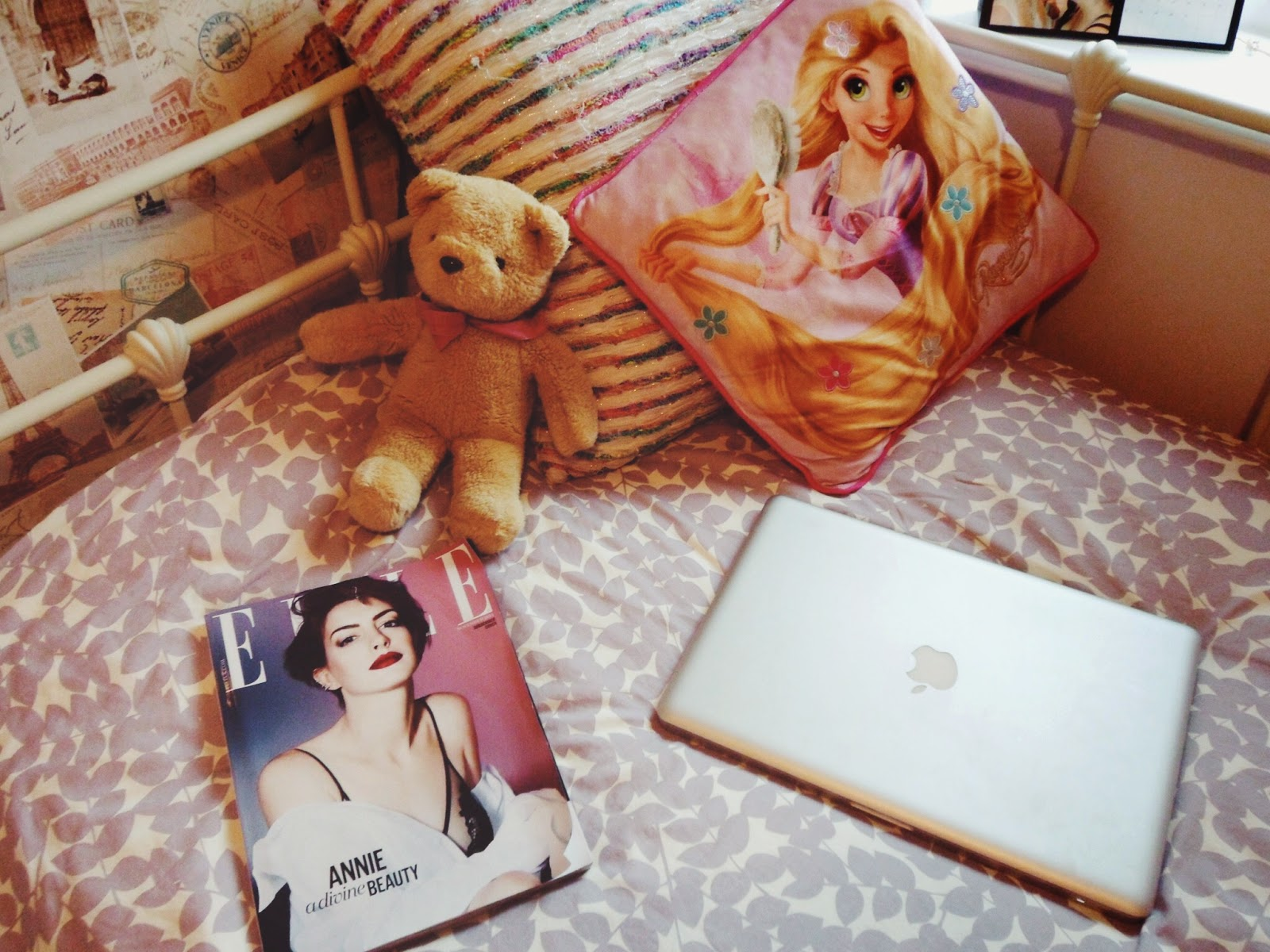 fashionbloggers, bedroom, fbloggers, books, janeausten, cameras, polaroidcamera, typewriter, turntable, music, fashion, interests, personalpost, pandora, porcelaindoll, hedgehog, cushions, ellemagazine, stephenfry, alexachung, photography,