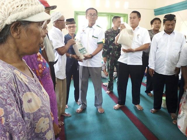 Baznas salurkan beras ke warga terdampak Jatigede di Cisitu dan Darmaraja