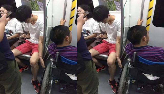 Sungguh Mulia, Remaja Ini Terus Menahan Kursi Roda Penyandang Disabilitas Didalam MRT