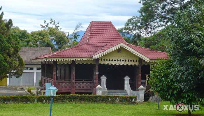Gambar rumah adat Indonesia - Rumah adat Bengkulu atau Rumah Bubungan Lima