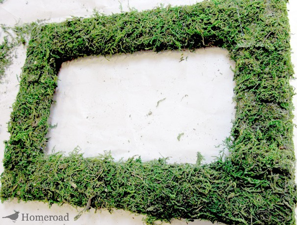 Easy DIY Square Moss Wreath. Homeroad.net