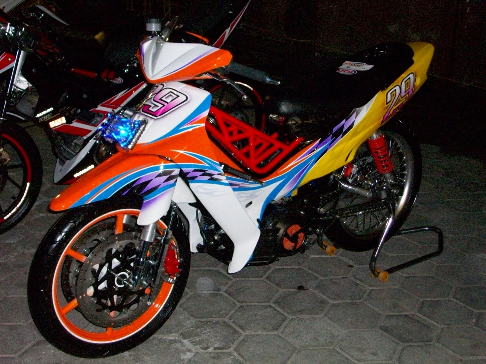 contoh modifikasi f1zr road race