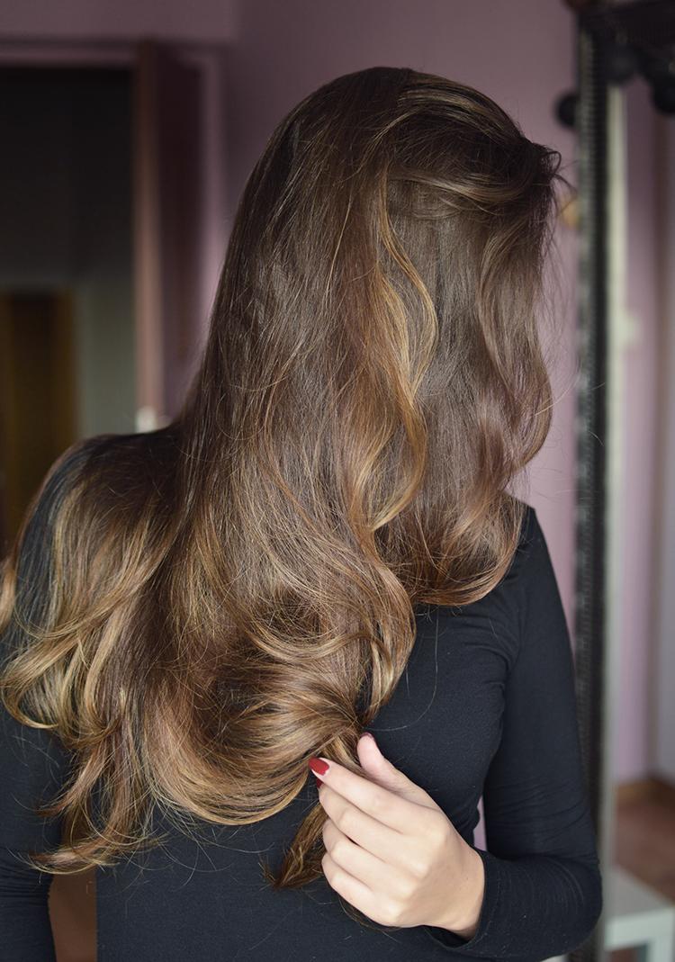 Jak dbać o włosy jesienią? Pozbądź się puchu i suchych końców - Czytaj więcej »
