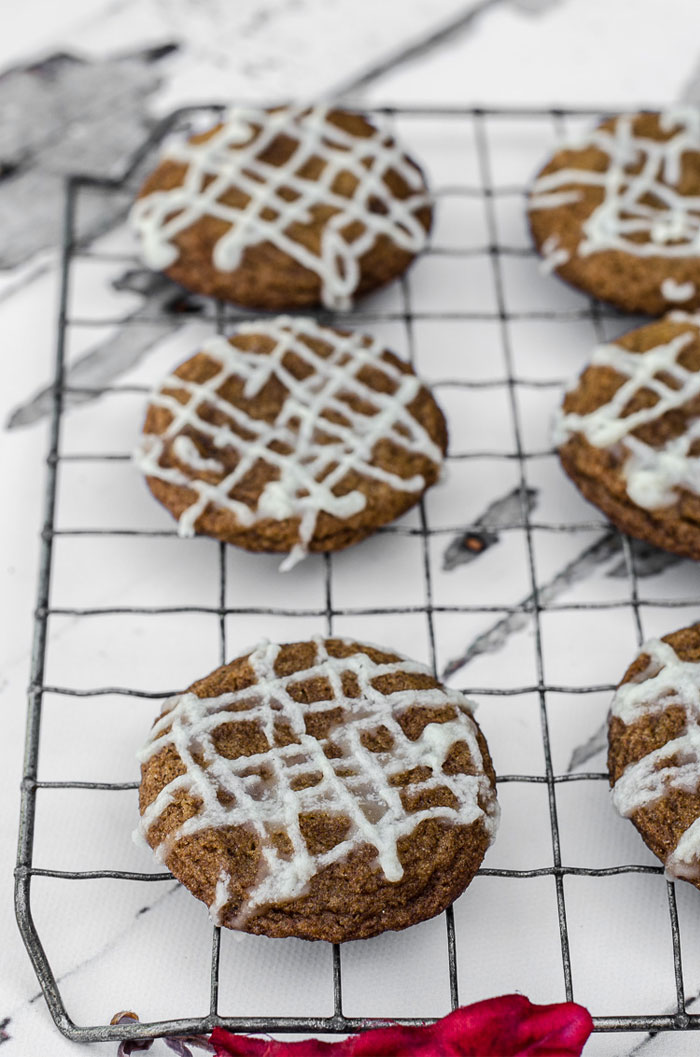 Gingersnap cookies on a wire rack