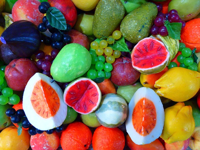 Manfaat buah bagi tubuh  Manfaat buah buahan untuk tubuh sangat banyak dan beragam, buah umumnya merupakan salah satu kebutuhan untuk hidup sehat dan merupakan salah satu cara mencegah kanker dan merupakan salah satu cara menghilangkan jerawat yang paling ampuh dan herbal. Selanjutnya adalah manfaat buah untuk tubuh kita. Sumber vitamin, buah merupakan sumber vitamin dan berbagai jenis vitamin ada di buah. sumber air dan gizi, buah merupakan salah satu sumber air untuk tubuh dan kebutuhan gizi yang dapat meningkatkan metabolisme tubuh. sumber antioxidan, buah merupakan salah satu sumber antioxidant herbal, terbesar yang ada di bumi. mencegah penyakit tertentu. buah-buahan merupakan salah satu cara untuk menghindarkan kita agar tidak terserang penyakit berbahaya dan berbagai penyakit lainnya. obat luar tubuh, buah-buahan pula dapat digunakan untuk memakai obat luar seperti jerawat, abses, dan sebagainya. Manfaat buah buahan memang melampaui yang kita ketahui bersama, namun ada beberapa buah buahan yang harus kita waspadai dalam mengkonsumsinya. hal ini karena ada beberapa buah buahan yang berisi lemak dan gula yang berlebihan.  Buah untuk konsumsi secara teratur  Manfaat buah buahan untuk dikonsumsi setiap hari sangat banyak dan beragam, buah merupakan salah satu makanan yang menyegakkan dan menjadi salah satu bagian dari empat sehat 5 sempurna dalam siklus makanan. Buah begitu mudah didapatkan, dari harga yang ekonomis sampai harga yang tinggi. Selanjutnya manfaat buah lainnya yang harus kamu ketahui. Mencegah dan memulihkan kanker, manfaat menggusta salah satunya adalah mencegah dan memulihkan kanker. Masih banyak buah lain yang dapat berfungsi untuk mencegah dan memulihkan kanker. memulihkan stamina tubuh, buah pula dapat digunakan untuk memulihkan stamina tubuh dan meningkatkan daya tahan. menu diet, buah pula dapat digunakan sebagai pedoman dan untuk menu diet yang herbal. Begitu banyak manfaat buah buahan yang ada di sekeliling kita, oleh karena itu jangan kura