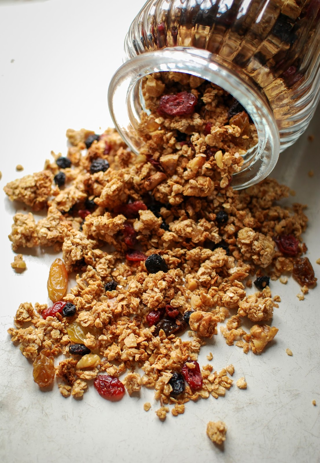 Whip up a batch of this delicous granola on a Sunday evening to keep you feed all week long.