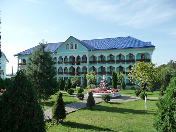 Банчены. Свято-Вознесенский монастырь. Келии