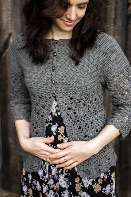 """Gehäkelte Jacke """"Lacey Days Jacket"""" mit Lochmuster nach einer gratis Anleitung von Drops Design - DIY crochet cardigan"""