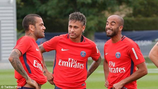 Neymar tươi rói trong buổi tập đầu tiên với PSG