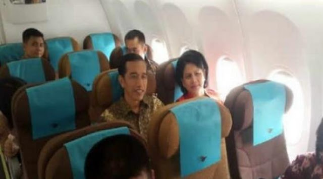 Naik Pesawat Kelas Ekonomi, Jokowi Bikin Heboh Warga Malaysia