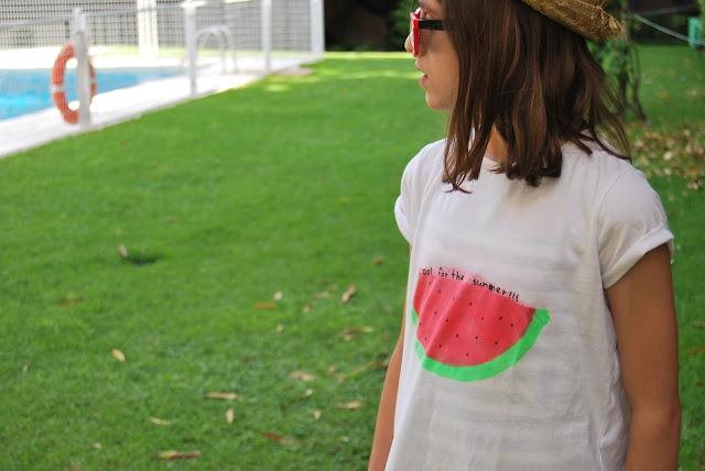 Camiseta básica personalizada con pintura en spray. DIY