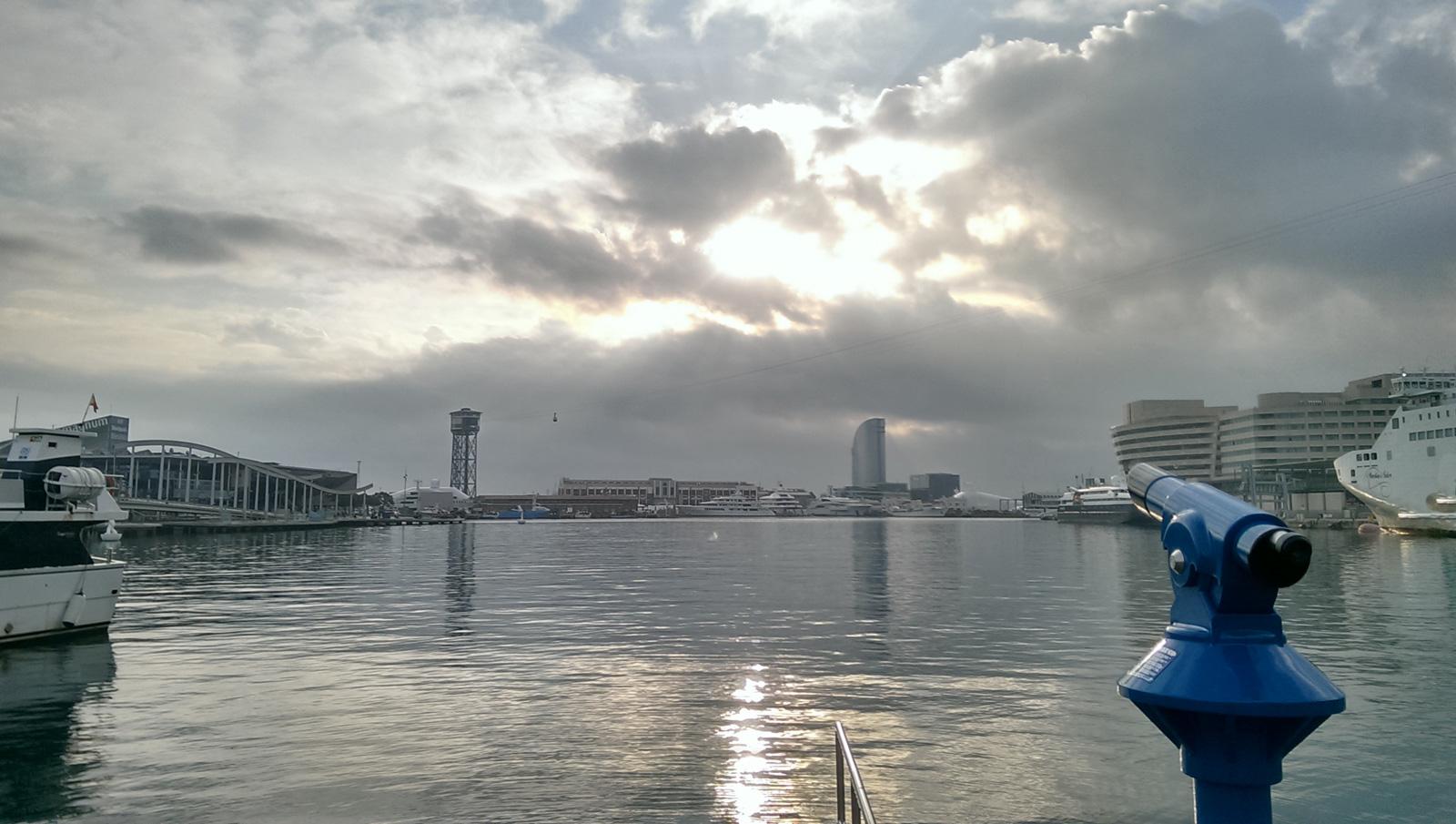 Puerto de Barcelona nublado, octubre 2016