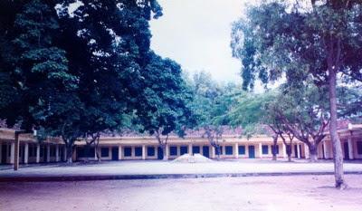 Về thăm trường cũ