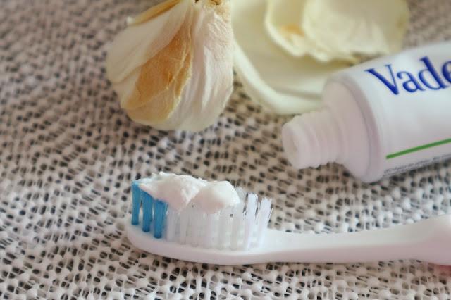 Отбеливающая зубная паста Vademecum Natural White