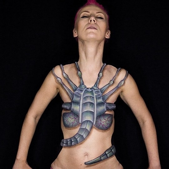 05-Failed-Attack-by-Xenomorphs-Mirjana-Kika-Milosevic-Body-Painting-NO-Photoshop-come-see-the-Videos