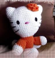http://patronesamigurumis.blogspot.com.es/2013/07/patron-hello-kitty-sentada.html