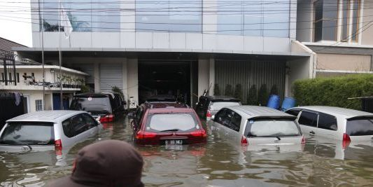 mobil kena banjir, pluit jakarta