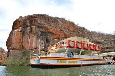 www.canionsxingo.com.br - Os Catamarãs da MFtur operam tanto na parte baixa quanto na parte alta da hidroelétrica de Xingó