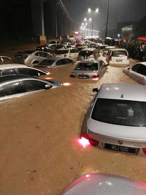 KL Banjir Kilat, Lebih 100 Kenderaan Tenggelam