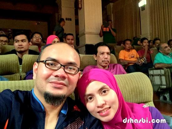 Selfie bersama wife di Water Puppet Theatre di Ho Chi Minh