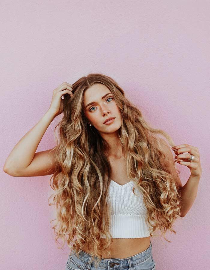 Veja estas dicas e aprenda a deixar o seu cabelo mais bonito sem precisar se esforçar tanto ou gastar muito dinheiro