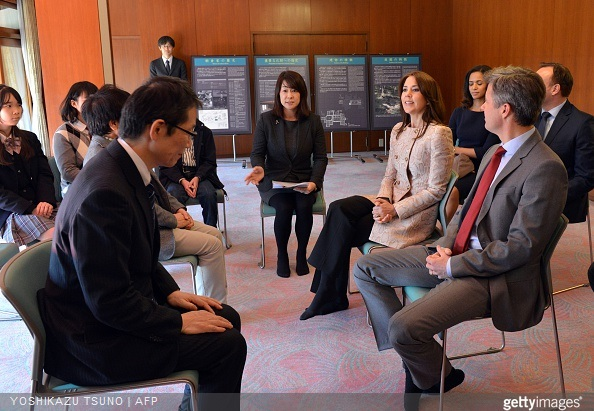 Danish Crown princess Mary and Crown Prince Frederik talk with Naoki Ogi, professor of pedegogy of Hosei University and young Japanese students in Tokyo