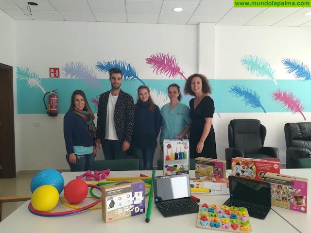CaixaBank dona material especializado para la Unidad de Atención Integral de AFA La Palma