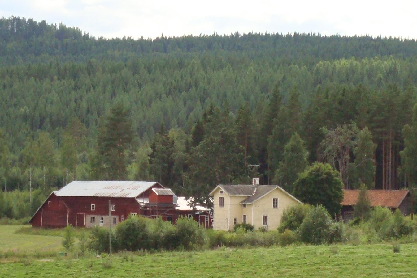 Utvandringen till Nordamerika har satt sina spår hos många släkten i byarna  i Ljusdals socken. Det vittnar kyrkans utflyttningsböcker om. c2fe83204e05d