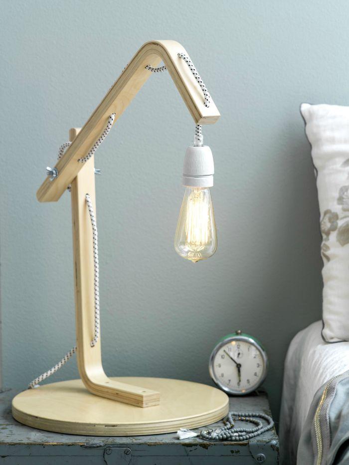 silla de ikea transformada en lámpara