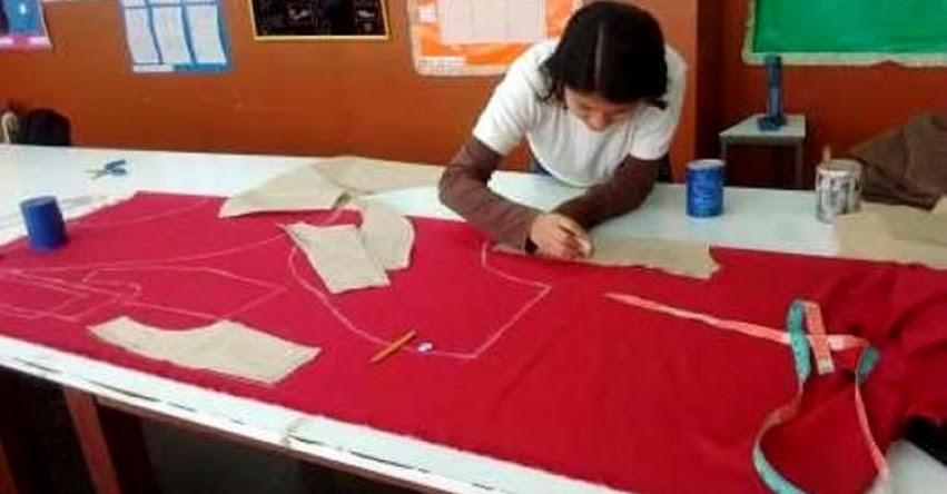 CETPRO gana concurso de investigación textil con blazer reversible de cuatro usos - MINEDU - www.minedu.gob.pe