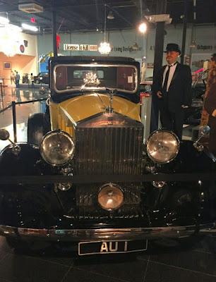Um Rolls-Royce Phanton III fabricado entre 1936 e 1939, tal qual o modelo utilizado pelo vilão Auric Goldfinger em filme de 1964.