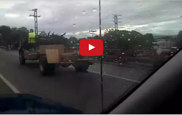 Camiones y autobuses destartalados en Venezuela