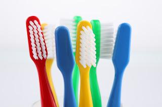 por que nos cepillamos los dientes