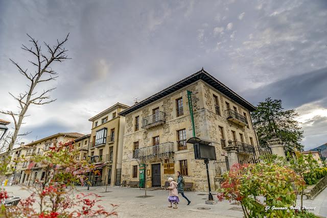 Orozko, Palacio Legorburu por El Guisante Verde Project
