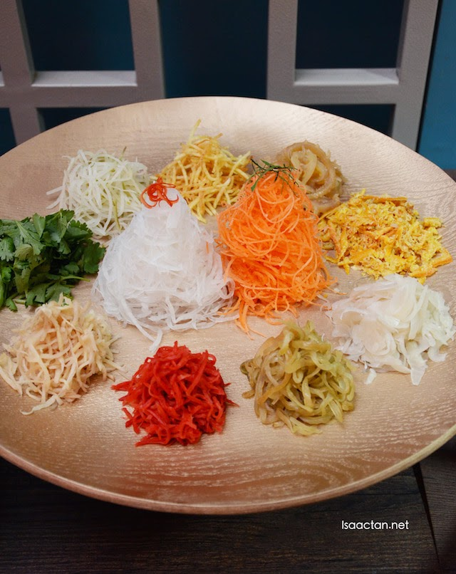 Double Happiness Yee Sang - RM68++ (half portion), RM98++ (full portion)