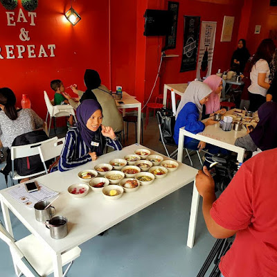 EAT & Repeat Cafe