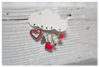 broche nuage et breloques coeurs