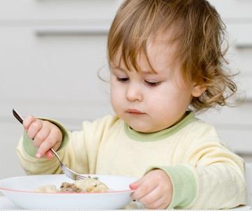 10 Cara Melatih Anak agar Mau Makan Sendiri Tanpa Disuapin dan Tanpa Harus Digendong