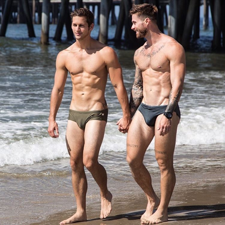 beach-hot-naked-men