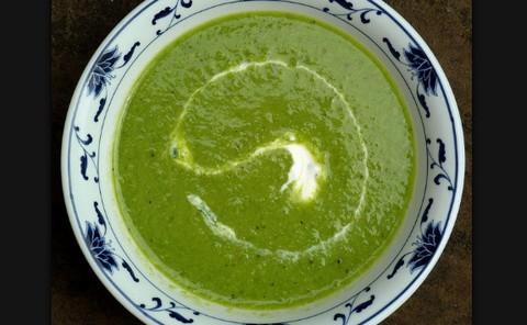 Creamy Pea Soup with Pepper and Cilantro