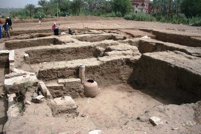 'Massive' Roman-era building discovered in Egypt