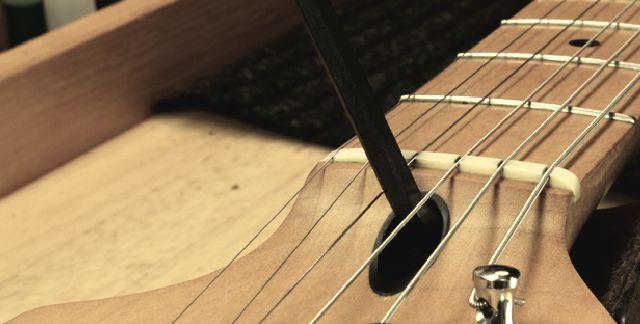 Ajustar-tensor-da-guitarra