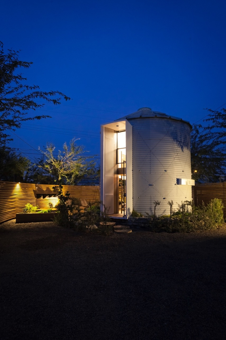 01-Christoph-Kaiser-Architectural-1955-Silo-Conversion-in-to-a-Home-www-designstack-co