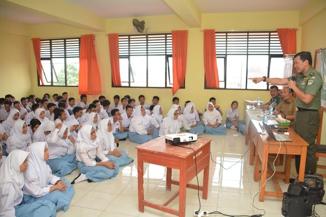 Kapendam Jaya Ajak Siswa SMAN 9 Perangi Hoax