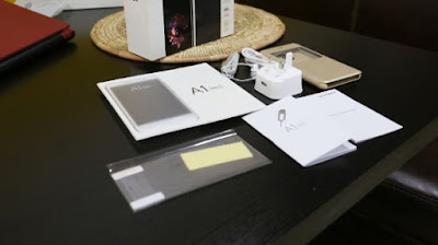 [Image: gionee_unboxing3.jpg]