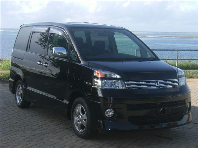 Nairobimail Toyota Voxy 2004