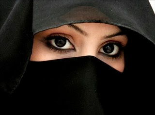 http://2.bp.blogspot.com/-gH6ePJSzy3o/UnZkx7KrjtI/AAAAAAAAAoY/tmvg7hX7J1o/s1600/Wanita-bercadar.jpg