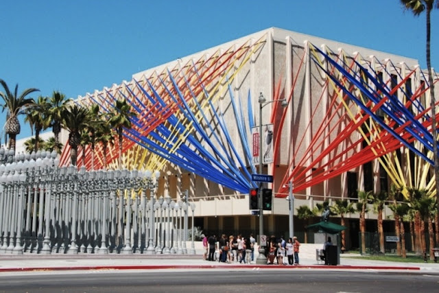 Fachada do County Museum of Art em Los Angeles