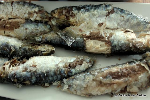 http://lacocinadelascasinas.blogspot.com.es/2015/08/sardinas-de-el-cantabrico-la-sal.html