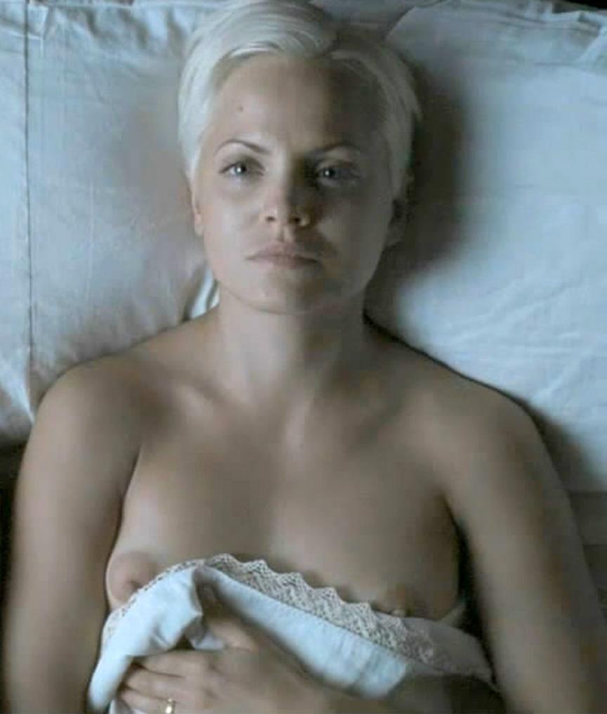 Mena Suvari Nude Photos